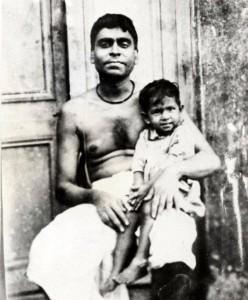 Бхактивинод Тхакур със сина си Бхакти Сиддханта Сарасвати